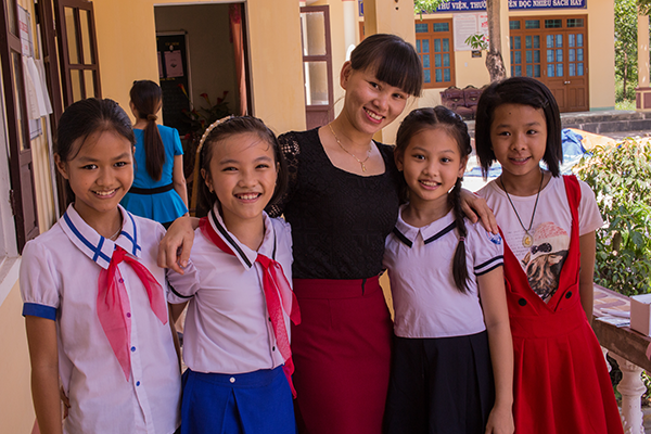 Ireland-Vietnam-Irish-Aid-Teacher-and-Students-at-Vin-Lamh-Secondary-School-600-x-400